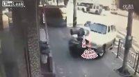 视频: UI总代Q5623587(信誉总代)女人开车沒个准-实拍路口行人被SUV瞬间撞飞