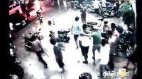 湛江-街头暴力 十余大汉围砍一人 110804 今日一线