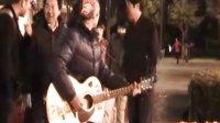 流浪歌手阿龙现场《真的爱你》