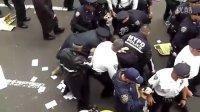 占领华尔街运动警察抓人实拍