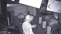 定州洪涛电脑城被盗监控录像3,警醒店面加强安全防护