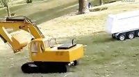 模型挖掘机在挖土【奇兵工程机械论坛】网址;bbs.wayiwa.cc