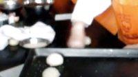 12.11初级西式面点师:汉堡包制作2-沾芝麻方法