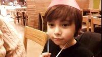 【丹尼斯凯恩-贴吧-微博】6岁生日视频 (唱歌、跟大家中文打招呼)