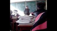 数学课与老师打架的女学生