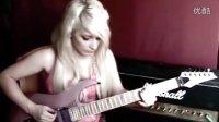 芭比娃娃一般的电吉他美女!!