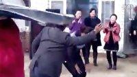 这几位大叔大婶的动感舞蹈实在太销魂了,好嗨皮啊 - 葫芦河畔 - www.hulupan.com