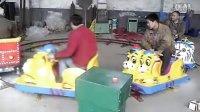 视频: 百色迷你股东狼东墙三星游乐设备儿童轨道小火车http:www.zzdysm.com