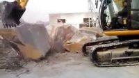 JCB JS240LC 挖掘机成功抱起12T的石块(4方大理石)