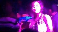 视频: 桂平DJ小伟2008俱乐部的士高片段QQ742243838