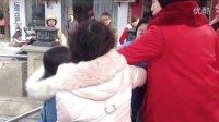 宜宾老中青三代女人教你怎么做一个女汉子(街头实拍)