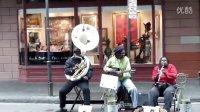 新奥尔良街头的超牛爵士卖艺人