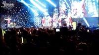 [百度咸恩静吧] 智妍给恩静送熊!T-ara香港showcase独家饭拍