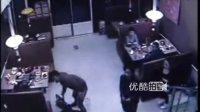 【拍客】嚣张团伙以找人为名暴力打砸饭店
