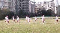 台湾北投高球场美女上演骑马舞