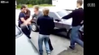 俄罗斯肌肉猛男为了一瓶啤酒互殴