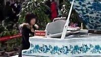 青岛机场美女高雅钢琴演奏