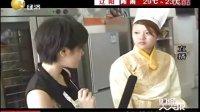 财经天天报主播康达与沈阳新东方烹饪学校王老师教大家做冰激凌