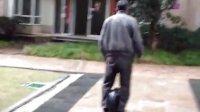 历害吧!67岁的客户IPS独轮车东莞总代13650193690