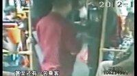 """广州二汽-乘客公交上突发病 司机乘客伸手""""救命"""" 20121028 今日一线"""