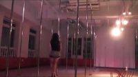 夜店美女钢管舞管秀视频【�E舞】