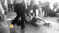 2212065595]寒心 实拍哈尔滨城管狂殴乞讨老人