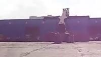 【大饿鱼摄影作品】外高桥仓库 集装箱抓车很震撼 我爱欲女相关视频