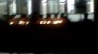 武陟一中高补12班学生在2008年5月21日晚8点40哀悼死者的场景