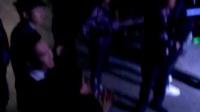 舞臺下的蕭敬騰張杰也跟著節奏小扭動著迅雷下載