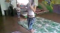 阳光在线公司放线  美女跳幼儿舞蹈