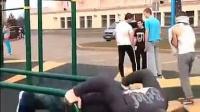 世界俄式挺身之王Vladimir Sadkov狂做深度并腿俄式俯卧撑