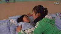 唐山大拇指幼儿园老师对孩子的细心照料