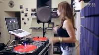 Juicy M showing how to mix without headphones on vinyl, DVS