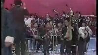 哈哈哈哈,这乐队会不会是拿了另外一个歌的谱子在奏?