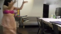 搞笑视频集锦-60岁阿姨挑战钢管舞 搏命演出雷爆了