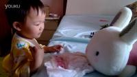 童趣-小兔子吃饼干,哇哈![20140524]