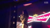 周韦彤在suncity818热舞庆巴西晋级 性感三角裤大秀玉腿