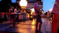 桂林最受欢迎的街头歌手组合《蓝莲花》