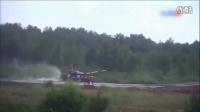 视频: 中国坦克被俄挤出赛道撞树 对方面露笑容