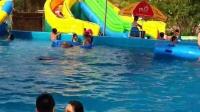 小萱儿第二次游泳不用扶着了