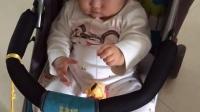 十个月的宝宝自己都会拉条玩玩具了