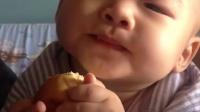 小可爱吃面包