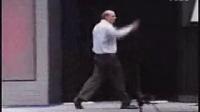 4微软的CEO鲍尔默在微软年度大会上的激情