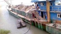 大型渔船在江海里是怎么给自己加油的
