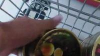 职业打假人在某超市打假  一大片进口食品无中文标签
