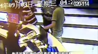 实拍深圳警察砸断女服务员鼻梁:前台小妹嚣张什么