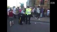 经典的占领华尔街的警察清场行动