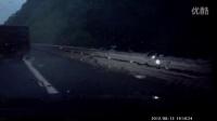 金山岭隧道旅游大巴侧翻 严重车祸