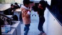儿子和女同学跳舞
