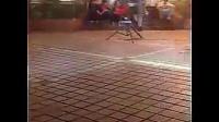 之音 网络爆红街头流浪歌手阿龙 令人动容演绎图片